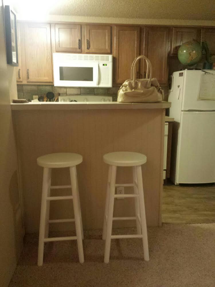 finishedbarstools.www.thislittlespace.com